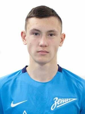 Футболист Сергеев Дмитрий