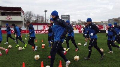 Как тренируется ФК НН на стадионе Локомотив