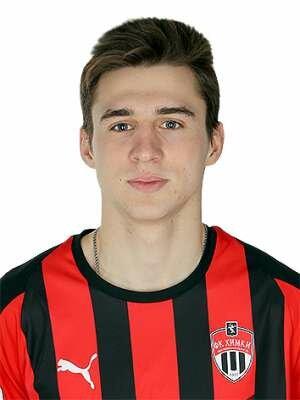 Футболист Попов Артем
