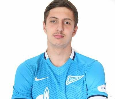Футболист Юсупов Артем